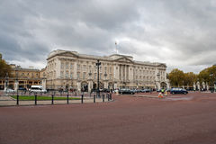 Buckingham palace in a cloudy day Royalty Free Stock Photography