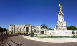 Buckingham Palace in de zomer Stock Afbeeldingen
