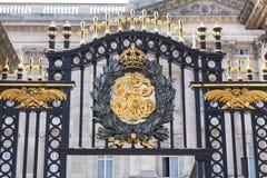 Buckingham Palace detaljer av det dekorativa staketet, London, Förenade kungariket royaltyfri bild