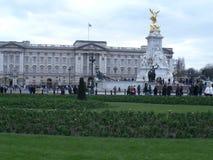 Buckingham Palace från något avstånd royaltyfri fotografi