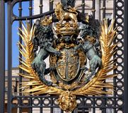 Buckingham palace gate. Queen's residence in London Royalty Free Stock Images