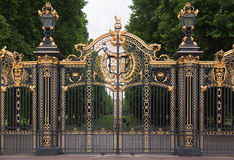 Buckingham Palace Gate London England. The golden adorned gates of the Buckingham Palace leading towards Saint James Park in downtown London, England Royalty Free Stock Photos