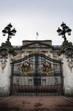 Buckingham Palace-Gatter Stockfotos