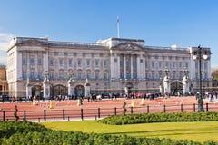 Buckingham Palace in London an einem schönen Tag Lizenzfreies Stockbild