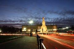 Buckingham Palace nachts Stockfotografie