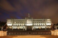 Buckingham Palace nachts Stockbild