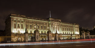 Buckingham Palace nachts Lizenzfreie Stockfotos