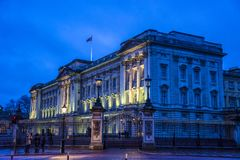 Buckingham Palace på natten, London, England, UK arkivfoton