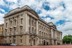 Buckingham Palace - para o leste parte dianteira Imagem de Stock Royalty Free