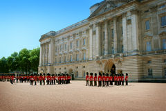 Buckingham Palace and Queen's Guards Royalty Free Stock Photography