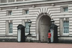 Buckingham Palace Queens guards standing strong stock images