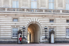 Buckingham Palace with Royal guards on the guard, London,United Kingdom Royalty Free Stock Photos