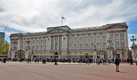 Buckingham Palace. Tourists in front of Buckingham Palace in London Royalty Free Stock Image
