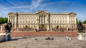 Buckingham palace. With tourists in the porground Stock Photography