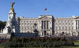 Buckingham Palace and Victoria Memorial Royalty Free Stock Photos
