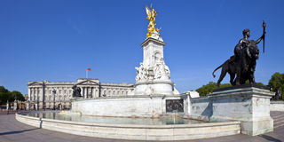Buckingham Palace and the Victoria Memorial in London Royalty Free Stock Images
