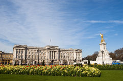 Buckingham Palace y el monumento de Victoria Foto de archivo