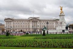 Buckingham Palace y jardines fotografía de archivo libre de regalías