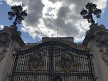 Buckingham Palacepoorten, Londen, het Verenigd Koninkrijk Londen, het Verenigd Koninkrijk stock foto