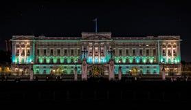 Buckinghampaleis in Londen bij nacht Royalty-vrije Stock Foto
