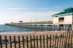 Buckroe海滩渔码头在汉普顿,弗吉尼亚 免版税库存图片