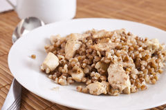 Buckwheat cereal with slices of chicken Royalty Free Stock Photos