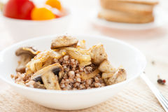 Buckwheat with fried mushrooms Royalty Free Stock Photos