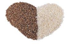 buckwheet suchy serce odizolowywający ryż kształt Zdjęcia Stock