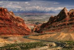 Bucles de caminos en un paisaje Fotos de archivo
