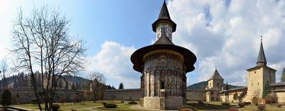 bucovina修道院绘了全景sucevita 库存照片