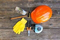 Budów narzędzia i sposoby ochrona na starym drewnianym plecy zdjęcia royalty free