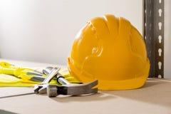 Budów narzędzia Wliczając Ciężkiego kapeluszu, młota, Spanner i Glov, Obraz Stock