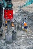 Budów załoga podczas umieszczać beton Fotografia Stock