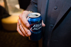 Bud Light Blue Can Beer fotografie stock