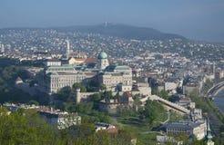 Buda全景从Gellert小山的在布达佩斯,匈牙利 免版税库存照片