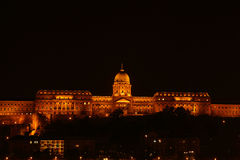 Buda宫殿在晚上在布达佩斯 库存图片