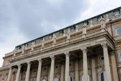 Buda宫殿西部前院大阳台雕象 库存图片