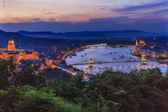 Buda宫殿议会铁锁式桥梁多瑙河布达佩斯匈牙利 免版税图库摄影