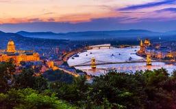 Buda宫殿议会铁锁式桥梁布达佩斯匈牙利 库存照片