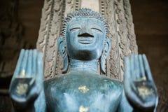 Buda adentro inhibe la postura, Luang Prabang, Laos Imagenes de archivo