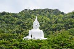 Buda blanco en la montaña Fotos de archivo libres de regalías