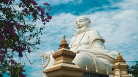 Buda blanco gigante metrajes