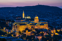 Buda Castle Budapest skymning Arkivfoton