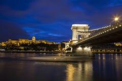 Buda Castle ed il ponte a catena a Budapest fotografia stock libera da diritti