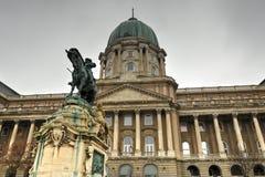 Buda Castle en het standbeeld van Prins Eugene van Savooiekool Royalty-vrije Stock Foto