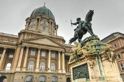 Buda Castle et la statue de prince Eugene de la Savoie Photo libre de droits