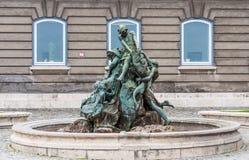 Buda Castle Fishing Fountain royalty-vrije stock afbeelding