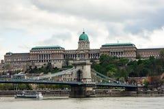 Buda Castle sobre el río Danubio foto de archivo