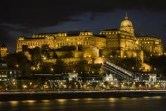 Buda Castle sur les banques du Danube à Budapest la nuit hungary photographie stock libre de droits