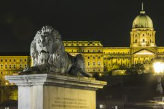 Buda Castle sur les banques du Danube à Budapest la nuit hungary photos stock